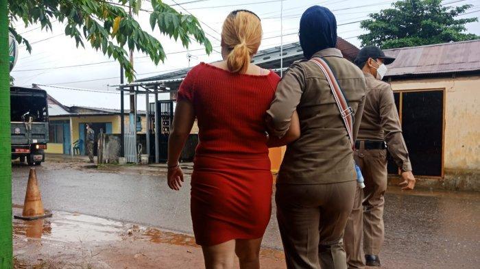 Sedang Menunggu Pelanggan, PSK Pembatuan Berlarian Selamatkan Diri Melihat Satpol PP Banjarbaru