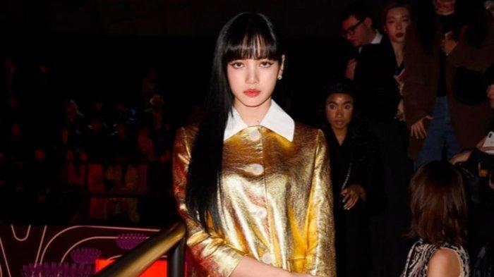 Lisa Blackpink dalam balutan Prada di Milan Fashion Week 2020.