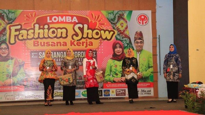 Lomba Fashion Show Busana Kerja Karyawan/Karyawati Pemko Banjarbaru, BUMN, BUMD dan Umum