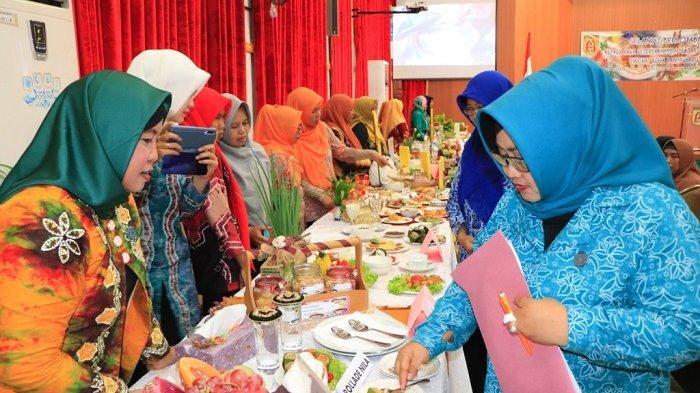 Hadiri Lomba Memasak Serba Ikan se Banjarbaru, Hj Ririen Nadjmi Adhani Beberkan Manfaat Makan Ikan