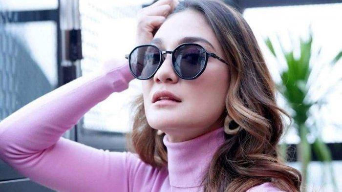 Momen Luna Maya Siap Lepas Status Jomblo Setelah Reino Barack Nikahi Syahrini