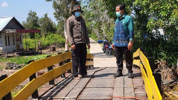 Wakil Ketua DPRD Batola Monitor Perbaikan Dua Jembatan di Desa Tanipah Batola