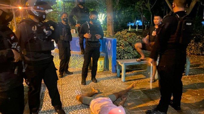 Mabuk Miras, ABG Palangkaraya Tergelatak di Taman Pinggiran Jalan Yos Soedarso