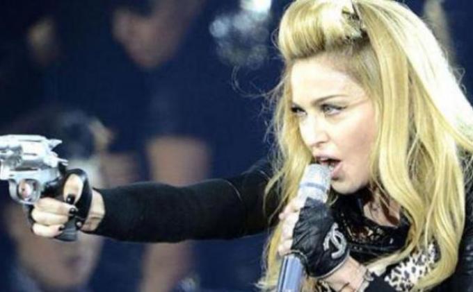 Ternyata Madonna Menyesal  Pernah Menolak Peran Catwomen di Batman Returns