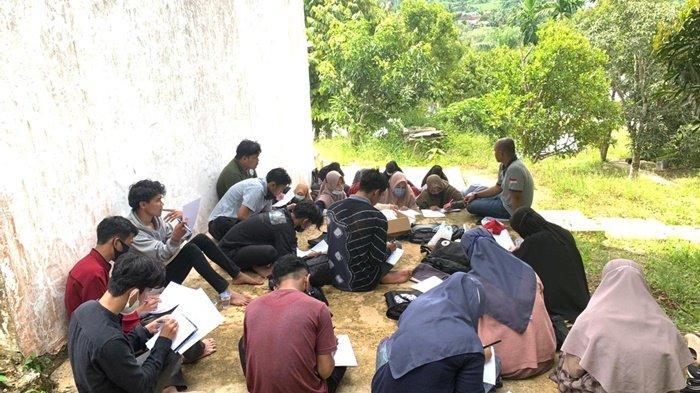 Mahasiswa Tidak Jenuh, PT Sebuku Tanjung Coal Adakan Perkuliahan di Alam Terbuka
