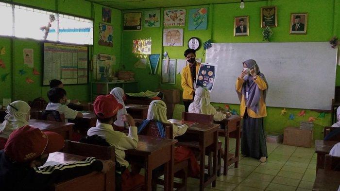 Pekan Tangguh KKN Mahasiswa ULM di Desa Semangat Dalam Batola, Warga Senang Terima Pemberian Bibit