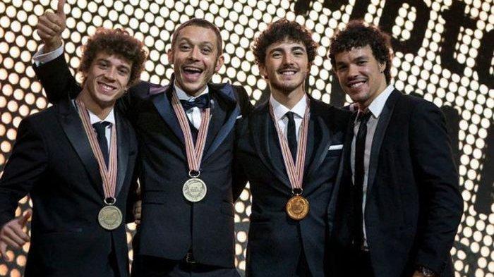 Marco Bezzecchi, Valentino Rossi, Francesco Bagnaia, dan Franco Morbidelli, saat FIM MotoGP Awards.