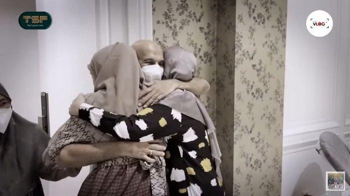 Ciumi Kaki Ukkasya, Mark Sungkar yang Datang ke Rumah Irwansyah & Zaskia Sungkar Ucap Ini Lihat Cucu