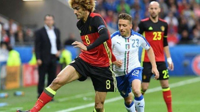 Marouane Fellaini dibayang-bayangi Emanuele Giaccherini pada laga Piala Eropa 2016 (Euro 2016) antara Belgia vs Italia di Lyon, Senin (13/6/2016).