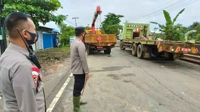 Hati-hati Lintasi Oprit Jembatan Putus di Jalan Trans Kalimantan di Mataraman Kabupaten Banjar