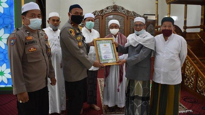 Aktif PPKM Mikro, Masjid Agung Al Mukarram Kualakapuas Kalteng Dapat Penghargaan Masjid Tangguh