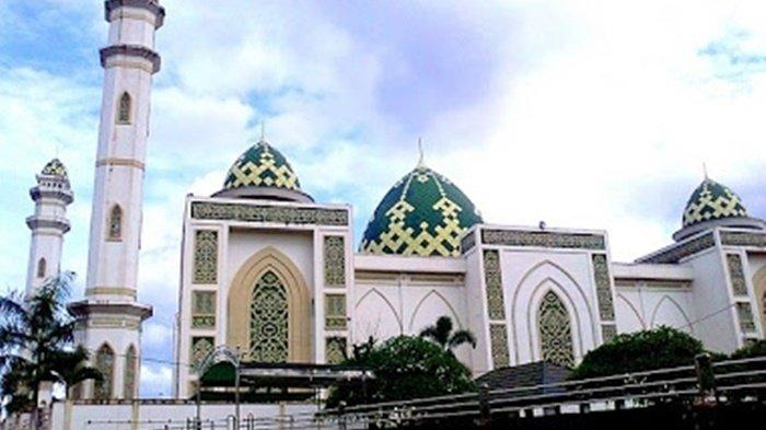 Masjid Agung Syuhada di Pelaihari, Kabupaten Tanah Laut (Tala), Kalimantan Selatan.