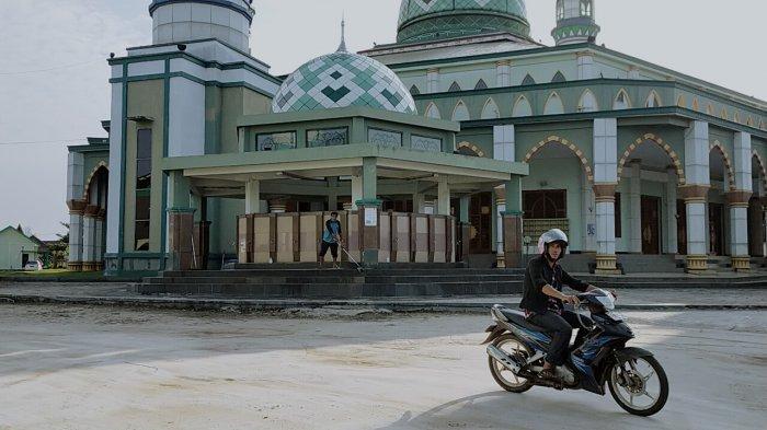 Masjid Agung Wahyu Al Hadi Jalan Jenderal Soedirman kilometer 3,2 arah Sampit -Pangkalanbun