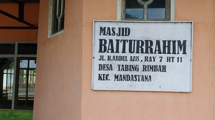 Masjid Baiturrahim, Desa Tabing Rimbah, Kecamatan Mandastana, Kabupaten Batola