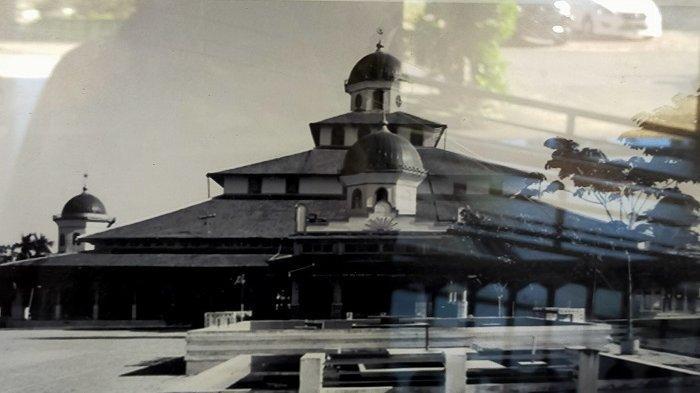 Berarsitektur Banjar dan Indish, Masjid Jami Sungai Jingah Didirikan Tahun 1777