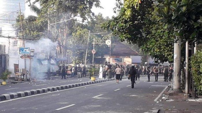 UPDATE Aksi 22 Mei, Kondisi Terkini Asrama Brimob, Massa Lempar Molotov, Polisi Pun Lakukan Ini