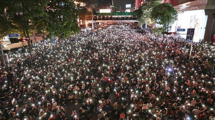 Thailand Mencekam, Demo Menggoyang Takhta Raja di Bangkok, 'Jatuh Kediktatoran Negara Milik Rakyat'