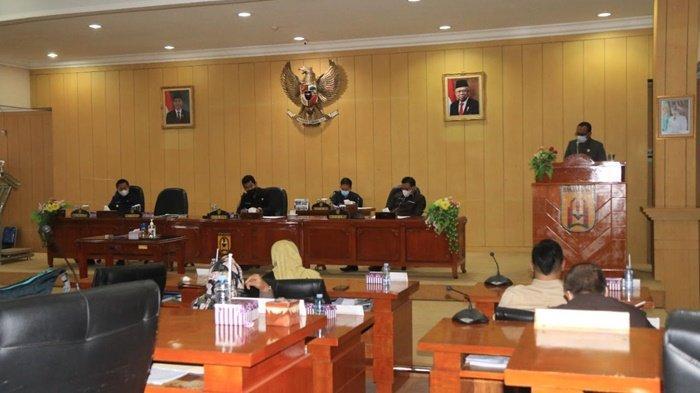 Masukan-masukan dari fraksi terkait raperda APBD Perubahan Tahun 2021 disampaikan di depan pimpinan dan anggota dewan di Gedung DPRD Kota Banjarbaru, Kalimantan Selatan.