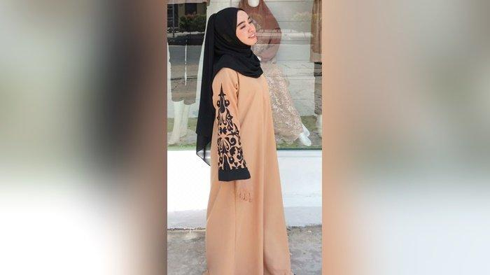 Wajah Bulat Jadi Tirus dengan Jilbab, Begini Tips Penata Rias dan Busana Asal Banjarmasin