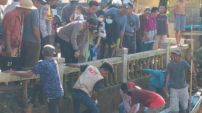 Warga Batibati Tanahlaut Digegerkan Penemuan Mayat, Polisi Lakukan Evakuasi