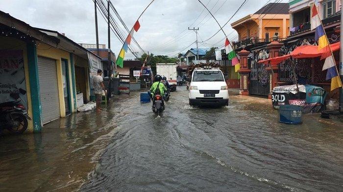 Cuaca Ekstrem, Sungai Mulai Meluap Genangi Jalan, Beberapa Daerah Ini Waspada Kiriman Banjir
