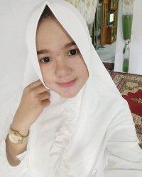 Penampilan Mely di Atas Panggung Berubah, Kini Mengenakan Hijab