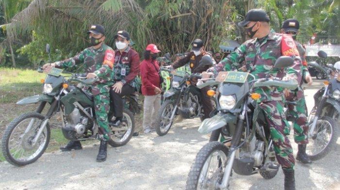 Memantau jalan TMMD ke 112 di Desa Rantau Keminting bersama Danrem 101 Antasari Brigjen TNI Firmansyah