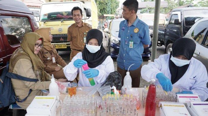 Periksa Makanan Pasar Wadai di Balangan, Petugas BPOM Temukan Dawet Mengandung Rhodamin B