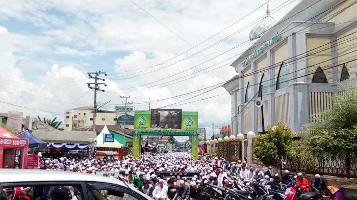 9 Amalan Bagi Umat Islam di Hari Jumat: Pakaian Terbaik, Potong Bulu Kemaluan & Baca Surat Al Kafhi