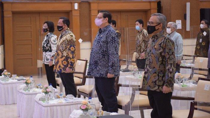 Menteri Koordinator (Menko) Bidang Perekonomian, Airlangga Hartarto, menghadiri Webinar BPK RI Seri II di Jakarta, Selasa (15/6/2021).