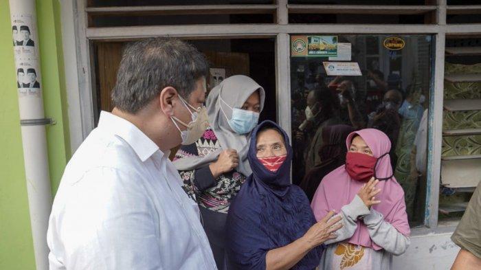 Menteri Koordinator Bidang Perekonomian Airlangga Hartarto mengunjungi salah satu kelompok pemberdayaan masyarakat yakni UMKM usAHA di Kota Surakarta.