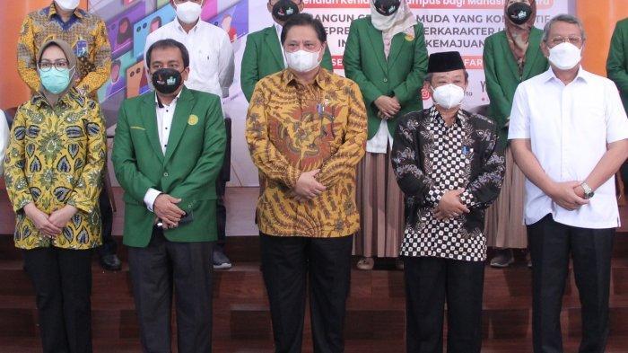 Menteri Koordinator Bidang Perekonomian Airlangga Hartarto  saat acara Pengenalan Kehidupan Kampus Mahasiswa Baru (PKKMB), Rabu (15/9).