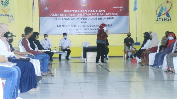 Menteri Sosial RI, Tri Risma Maharini, saat di Panti Sosial Budi Luhur di Kota Banjarbaru, Provinsi Kalimantan Selatan, Rabu (15/9/2021).