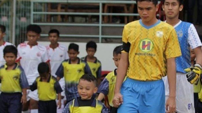 Mohammad Febrian Pemain Barito Putera U-20 Latihan Mandiri di Lintasan Atletik BKT Jakarta