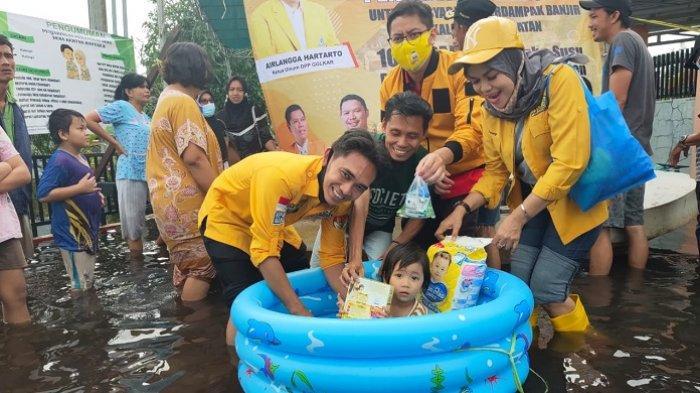 Bantu Warga Terdampak Banjir, MKGR Kalsel Salurkan Paket Sembako hingga Obat-obatan
