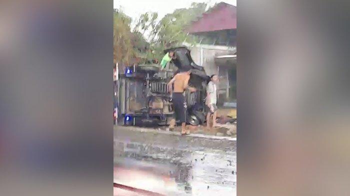 Kecelakaan di Kalsel, Saat Hujan Guyur Barabai, Mobil Pikap Tabrak Pejalan Kaki Hingga Terbalik