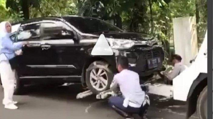 Kronologi Mobil Ratna Sarumpaet Diderek Petugas Dishub yang Berujung Ratna Telepon Anies