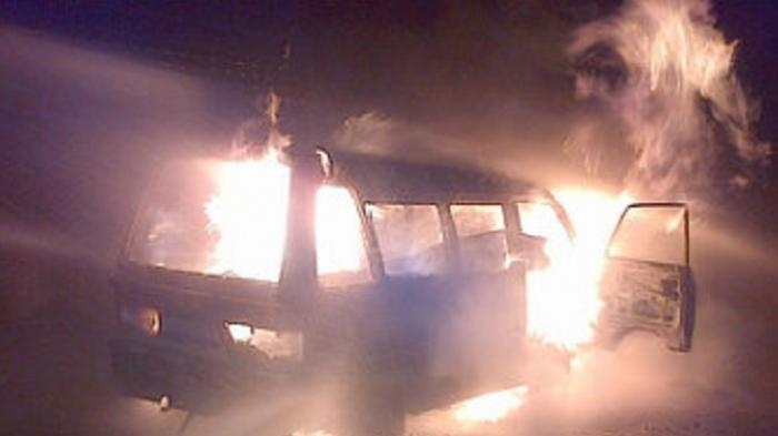 Berusaha Bunuh Kutu, Pria dan Mobilnya Jadi Terbakar