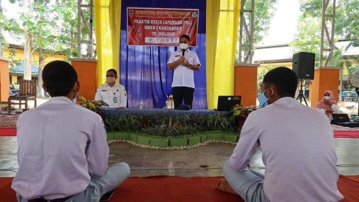 Wabup HSS Berikan Motivasi untuk Siswa SMKN 2 Kandangan yang PKL