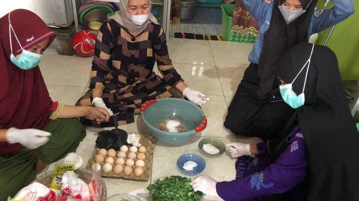 Kreatif, Warga Tabanio Bikin Produk Olahan Amplang Ikan Tenggiri Campur Daun Kelor
