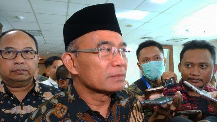 Menko PMK Muhadjir Effendy di Graha BNPB, Jakarta Timur, Senin (2/3/2020)