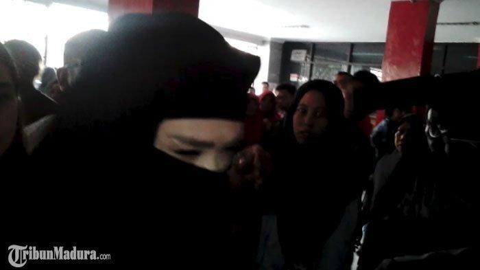 Tingkah Aneh Mulan Jameela Saat Sidang Ahmad Dhani, Eks Maia Estianty Bikin Surat untuk Prabowo