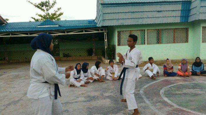 Murid SMPN 16 Banjarmasin Ini Tetap Feminin Meski Aktif  Latihan Karate