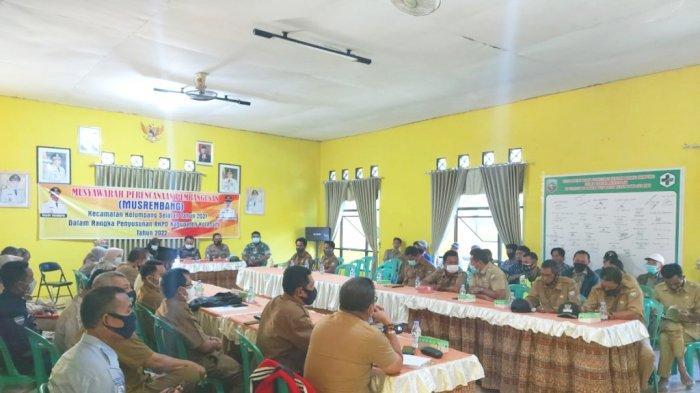 Acara musrenbang di Kecamatan Kelumpang Selatan turut dihadiri Awaludin, aanggota DPRD Kabupaten Kotabaru, Kalimantan Selatan.