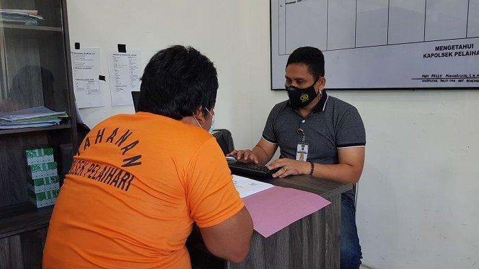 Terlibat pencabulan, MZ menjalani pemeriksaan lanjutan oleh penyidik di ruangan Unit Reskrim Polsek Pelaihari, Selasa (8/6/2021) siang.