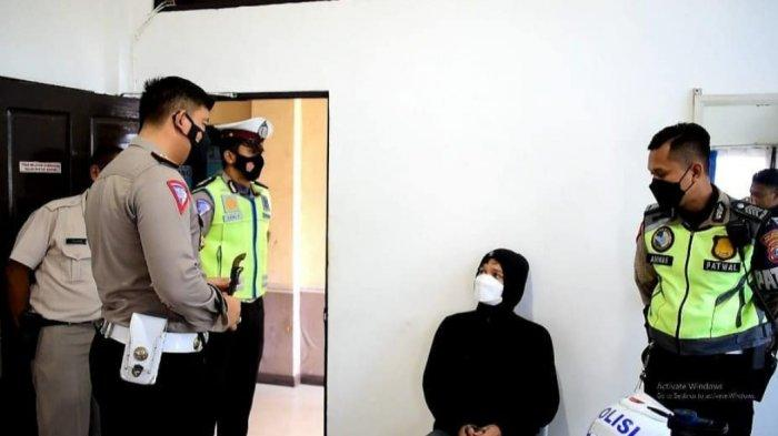 Apes Tak Pakai Helm, Pemuda Banjarmasin Ini Malah Kedapatan Bawa Sajam