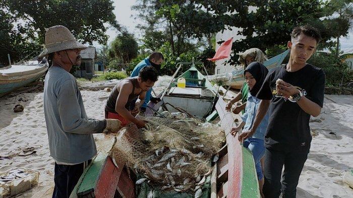 Andalkan Peralatan Tradisional, Nelayan Pantai Ujung Pandaran Kalah Bersaing Hasil Tangkapan