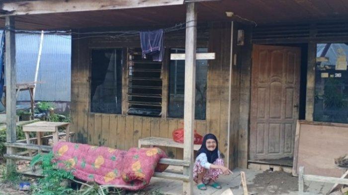 Baru Dibersihkan oleh Relawan Gabungan, Rumah Nenek Inur di Barabai HST Kembali Terendam