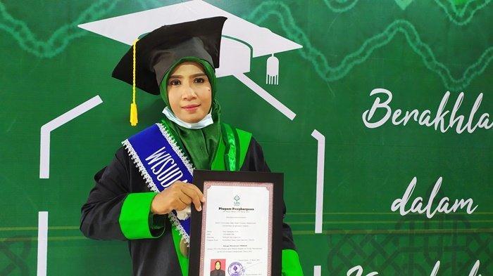 Perjuangan Penderita Lever Jadi Wisudawati Terbaik Tingkat Fakultas di UIN Antasari Banjarmasin