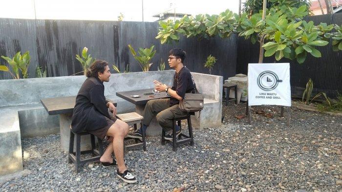 Kuliner Banjarmasin - Selain Tempatnya Cozy, Lima Waktu Coffee Memiliki Banyak Spot untuk Berfoto